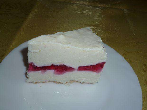 Biało -czaerwony sernik na zimno
