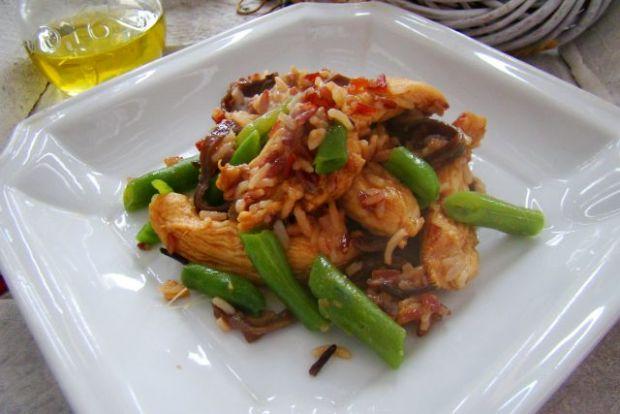 Biało - czerwony ryż z słodko kwaśnym kurczakiem