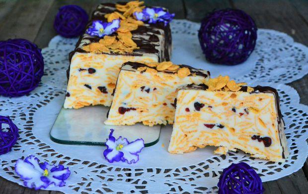 Biały blok czekoladowy z płatkami kukurydzianymi i