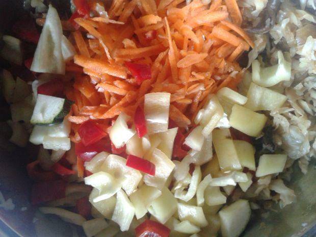 Bigos wegetariański na białej kapuście