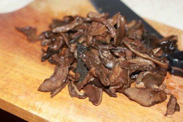 Bigos z kiełbaską i grzybkami