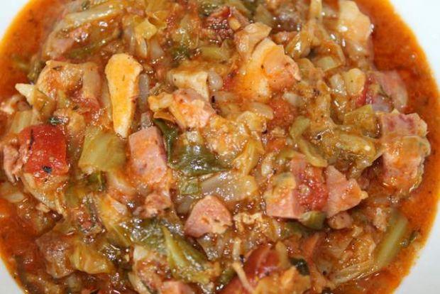 Bigosik z młodej kapusty i suszonych pomidorów