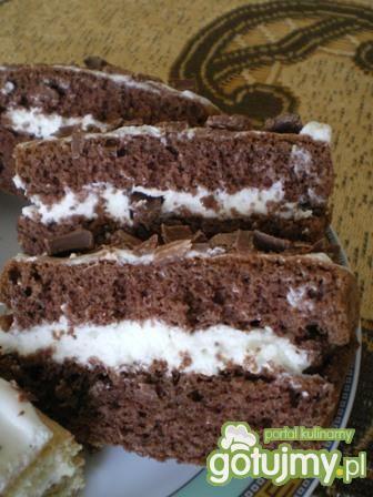 Biszkopt czekoladowy z masą śmietanową