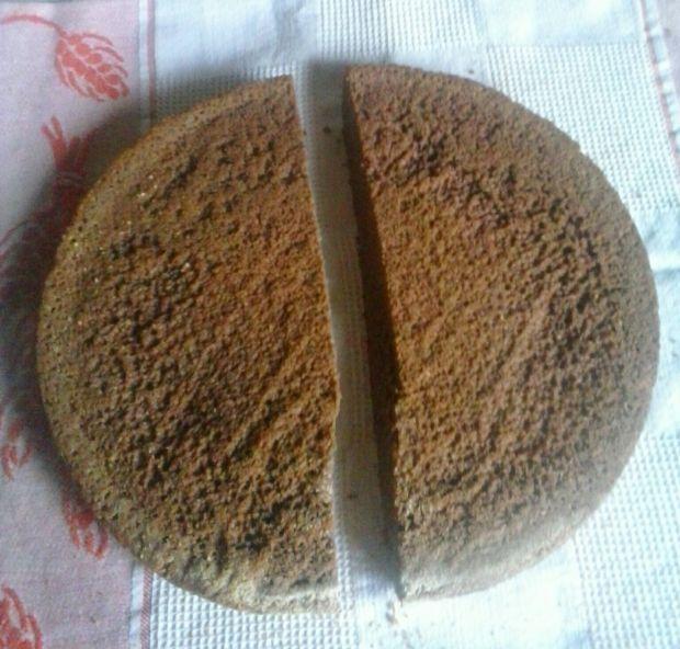 Biszkopt kakaowy z kremem malinowym