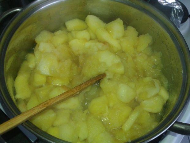 Biszkopt z jabłkami i kremem