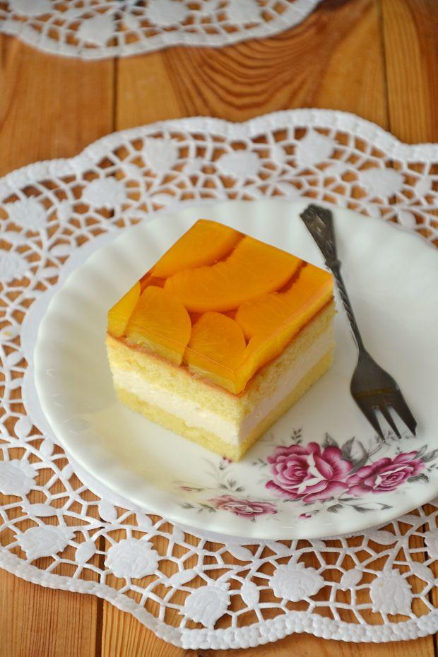 Biszkoptowe ciasto brzoskwiniowe