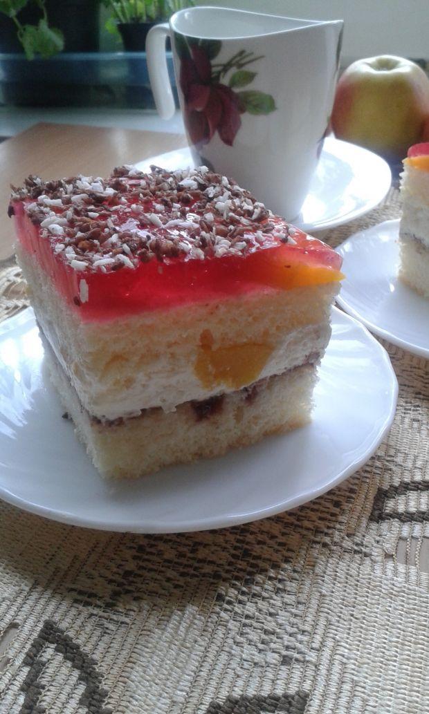 Biszkoptowe ciasto z brzoskwiniami i galaretką.