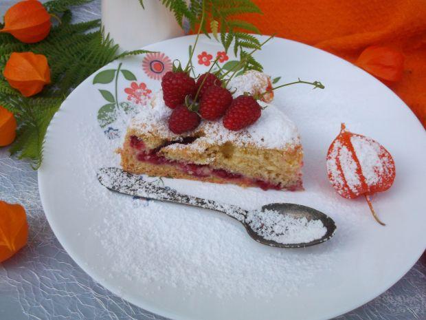 Biszkoptowe ciasto z malinami