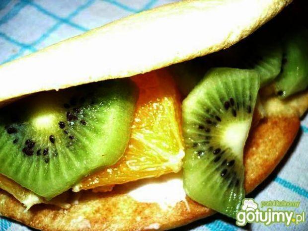 Biszkoptowy deser z owocami