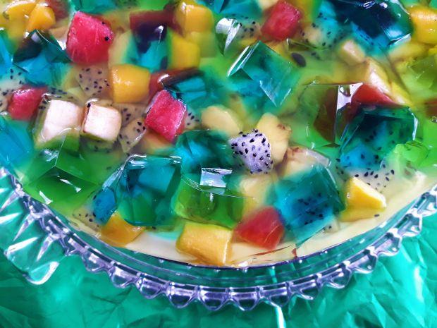 Błękitna laguna - śmietanowiec z owocami