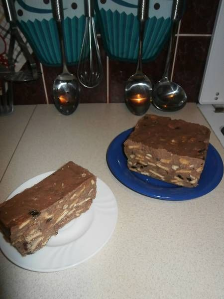 Blok czekoladowy z herbatnikami i bakaliami