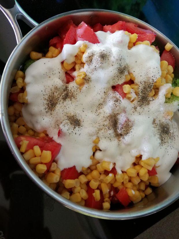Błyskawiczna sałatka bez majonezu