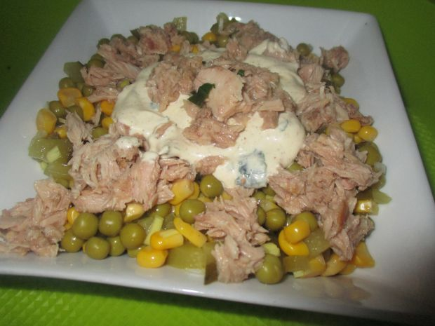 Błyskawiczna sałatka z tuńczykiem