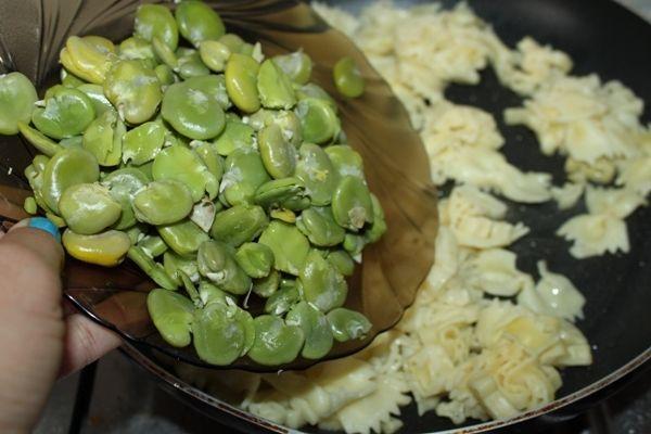 Bób z makaronem i serem