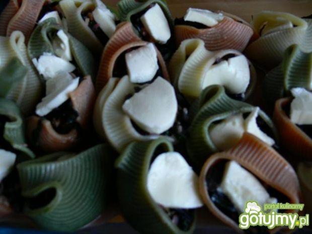 Botwinka z orzechami i makaronem