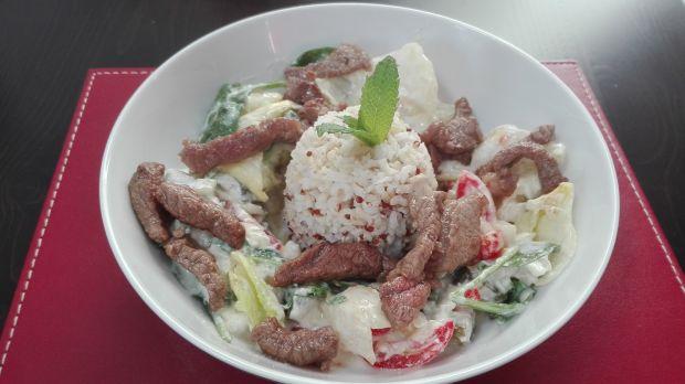 Brązowuy ryż z quinoą i wołowiną