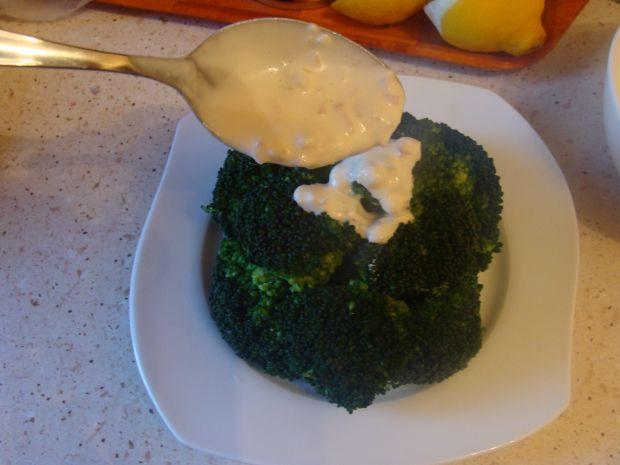 Brokuł  z sosie jogurtowym
