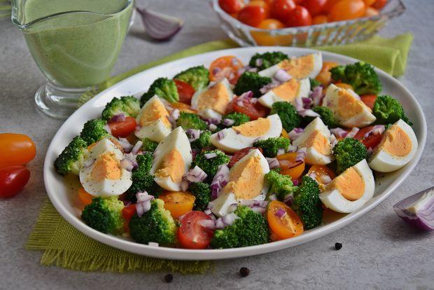 Brokułowa sałatka z jajkami