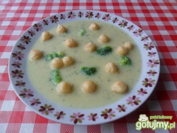 Brokułowa zupa krem z groszkiem ptysiowy