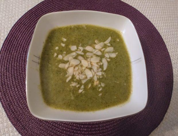 Brokułowa zupa-krem z migdałami
