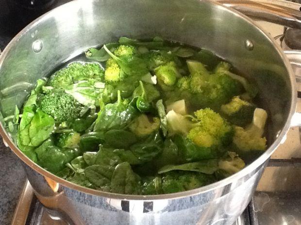 Brokułowo-szpinakowa z tortellini