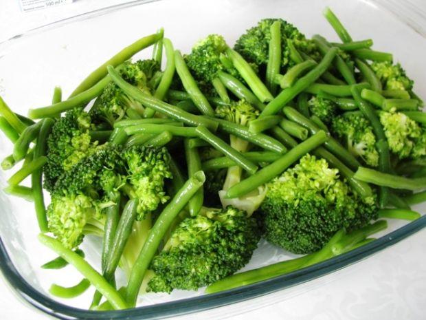 Brokuły i zielona fasolka zapiekane pod beszamelem