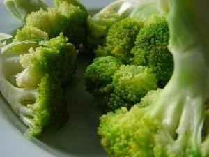 Brokuły w sosie migdałowym