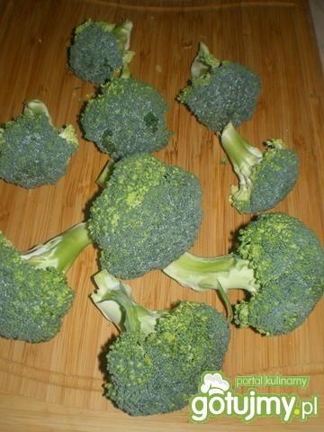 Brokuły z sosem pietruszkowo-cytrynowym