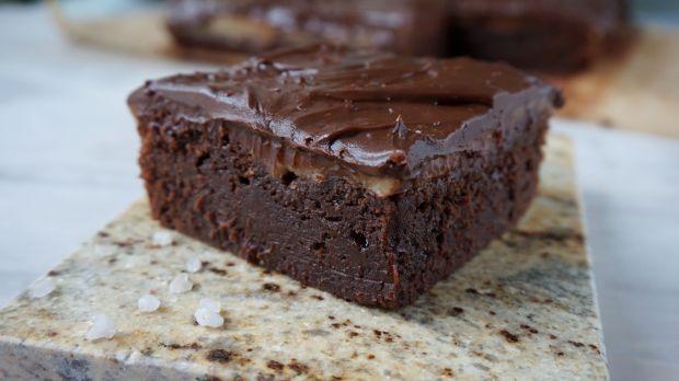 Brownie z solonym karmelem