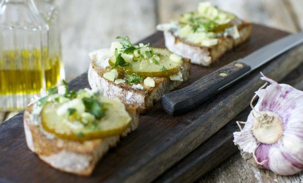 Bruschetta z gorgonzolą i podsmażoną gruszką