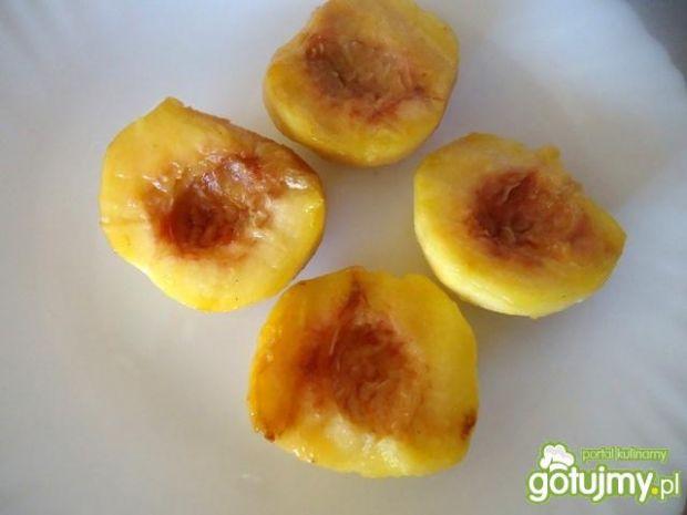 Brzoskwinie grillowane z kremem