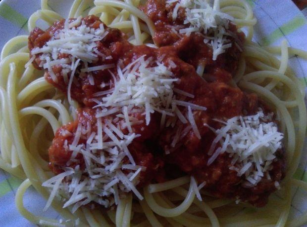 Bucatini z pomidorowym sosem morskim