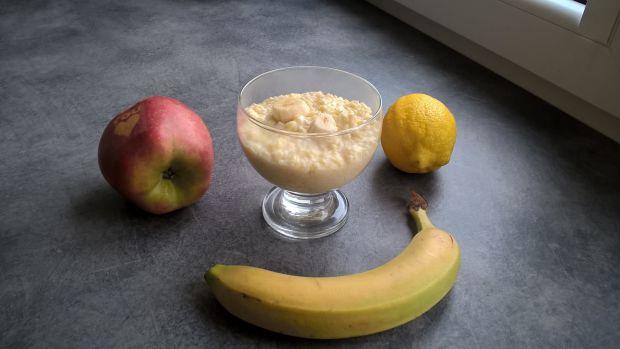 Budyń jaglany z bananem i cytryną