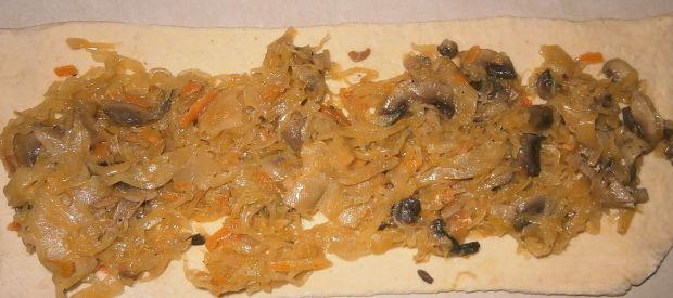 Bułeczki z kiszoną kapustą i pieczarkami