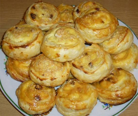 Bułeczki z serem i rodzynkami