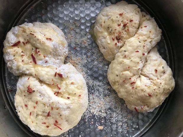 Bułki z suszonymi pomidorami bez drożdży