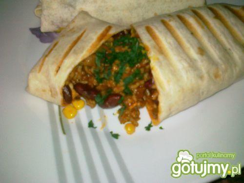 Burrito z mięsem mielonym i pieczarkami