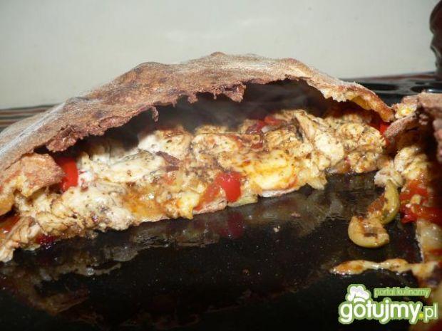 Calzone z filetem z kurczaka