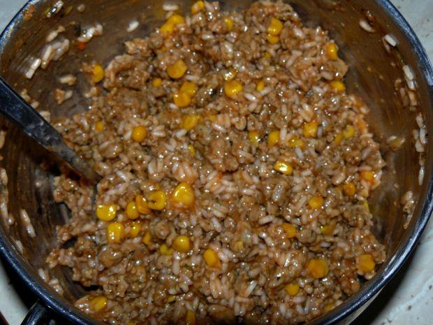 Calzone z mięsem mielonym, kukurydzą i ryżem