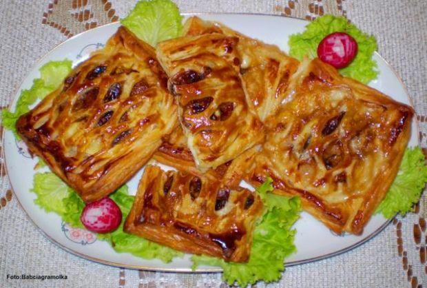Camembert z pieczarkami w cieście