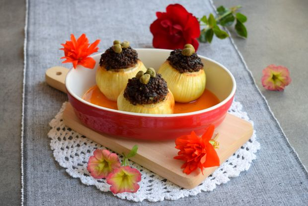 Cebula faszerowana kaszanką i szynką parmeńską
