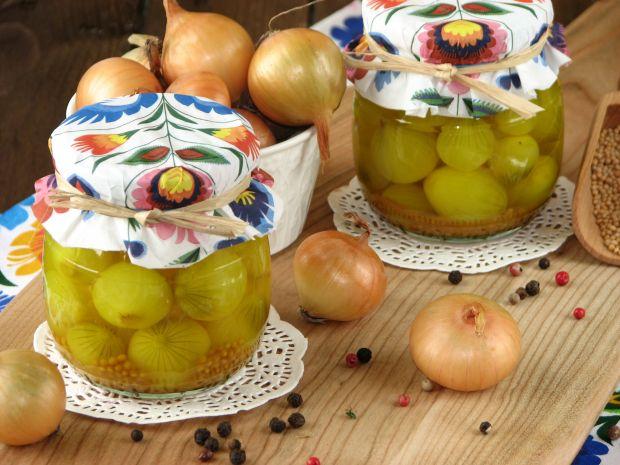 Cebulki marynowane z kurkumą