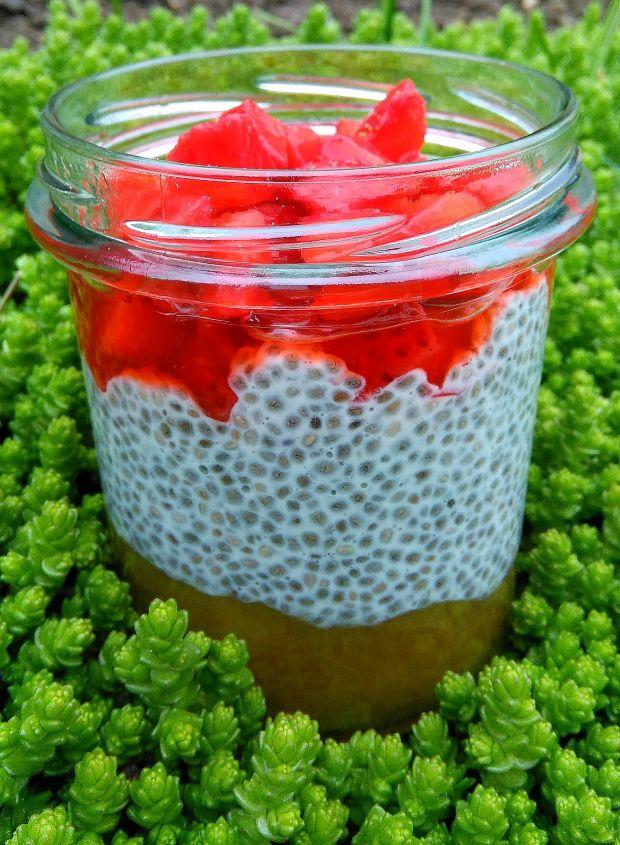 Chia z rabarbarem i truskawkami