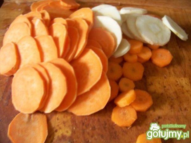 Chipsy z batata, pietruszki i marchewki
