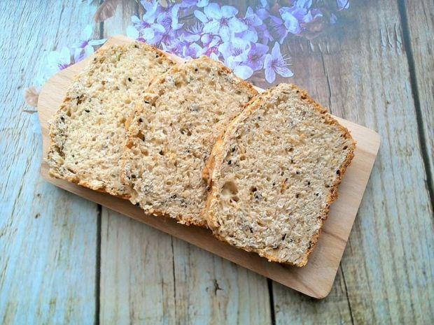 Chleb cukiniowy z płatkami owsianymi i czarnuszką
