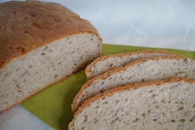 Chleb drożdżowy z serkiem wiejskim