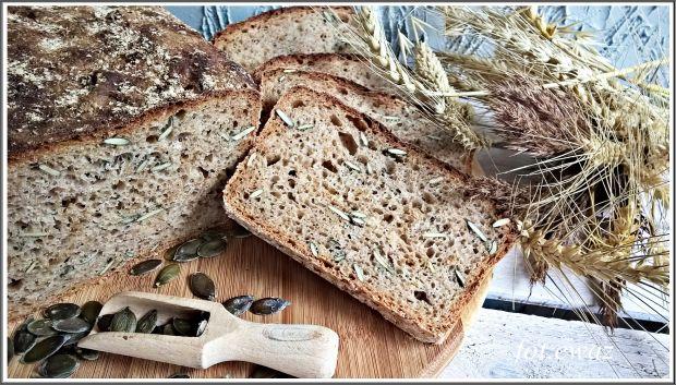 Chleb na zakwasie z pestkami dyni i prażoną cebulą