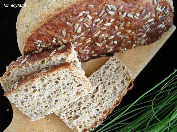 Chleb orkiszowo ziemniaczany ze szczypiorkiem