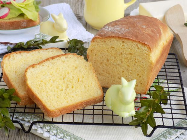 Chleb pszenno-kukurydziany na miodzie