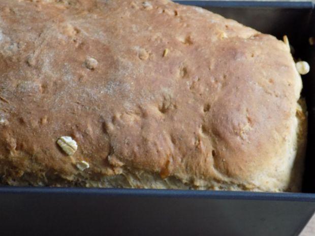 Chleb pszenno-orkiszowy z płatkami owsianymi